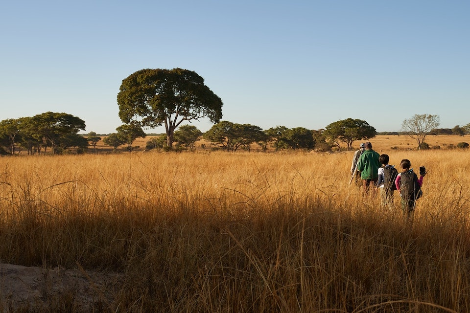 family-volunteers-rhino-tracking